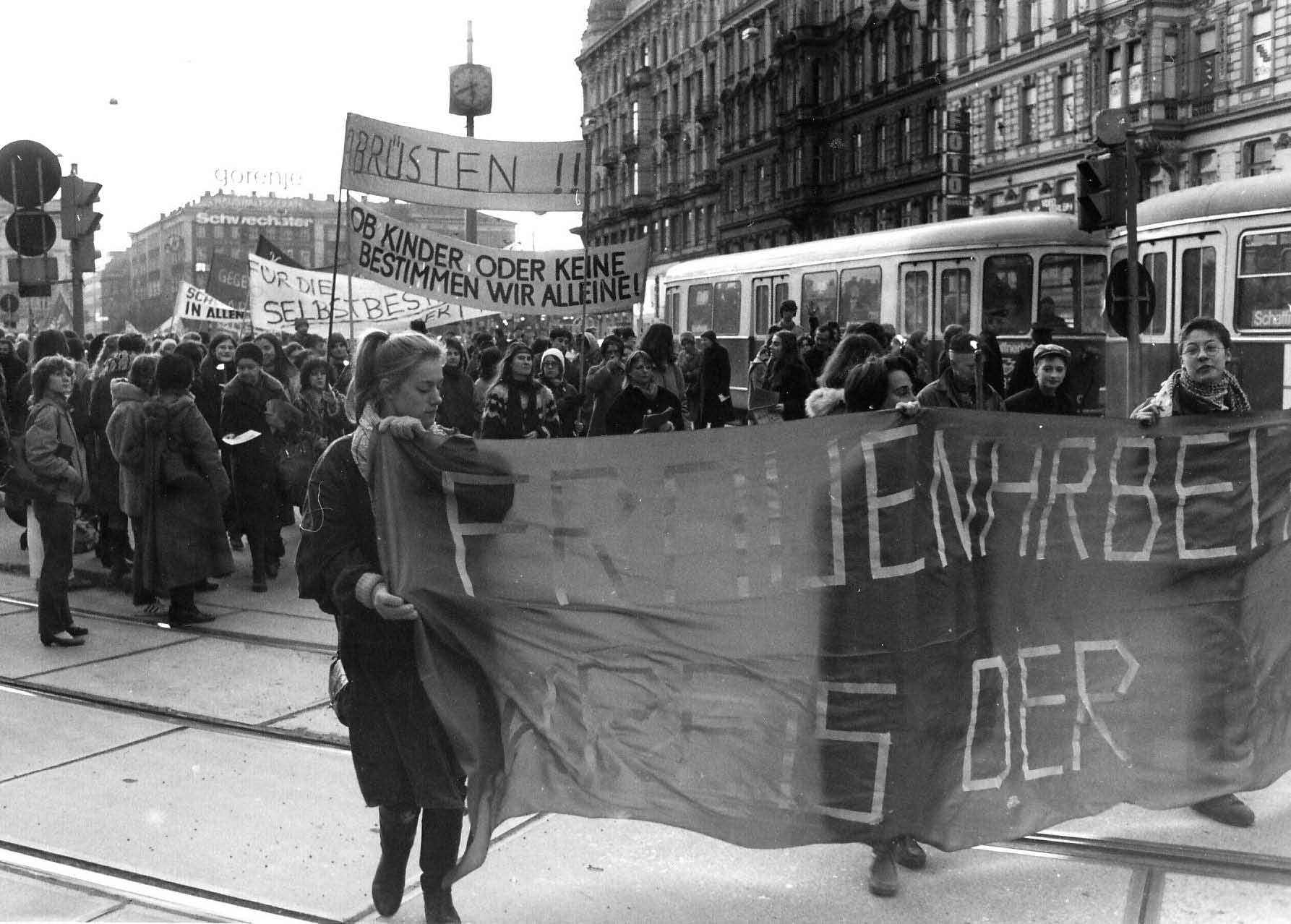 Frauendemonstration 1984 in Wien STICHWORT. Archiv der Frauen- und Lesbenbewegung / Foto: Burgi Hirsch