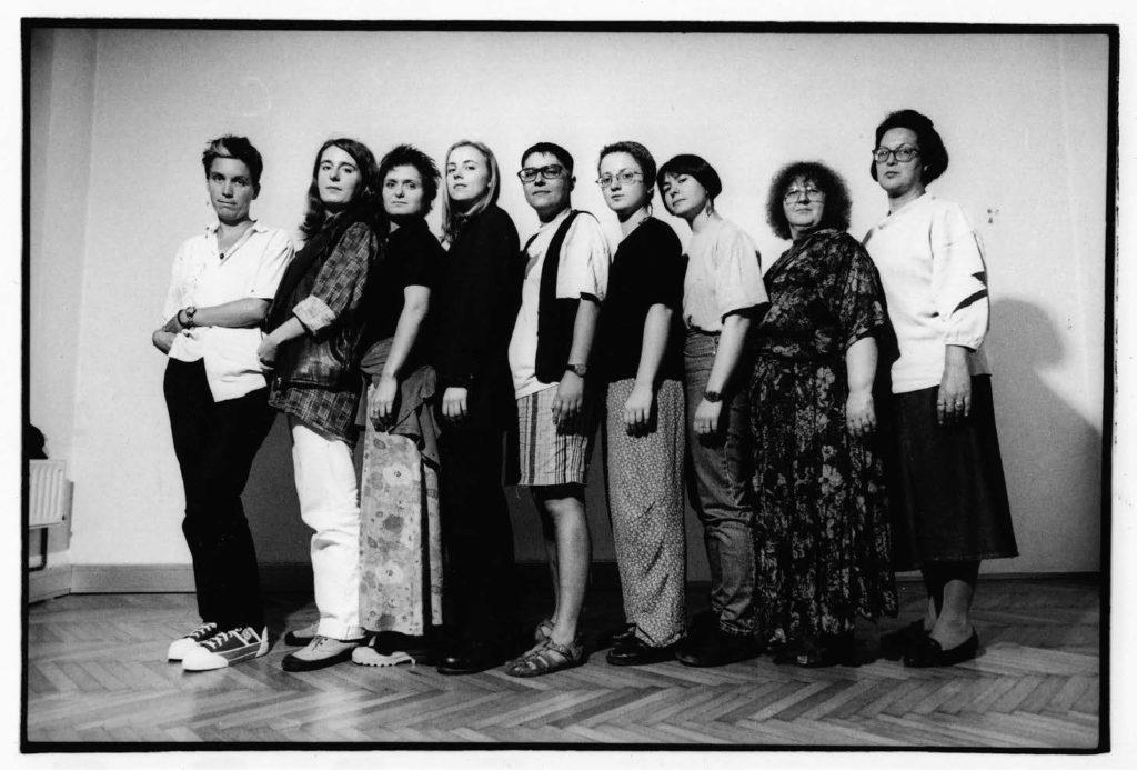 Redaktion 1997 – Angela Heisenberger (3. von rechts), Gudrun Hauer (2. von rechts) © Michaela Bruckmüller