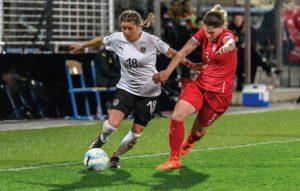 Die österreichische Frauen-Nationalelf erreichte bei der EM 2017 nach dem Gruppensieg in Gruppe C das Halbfinale. Laura Feiersinger (links), aktuell beim 1. FFC Frankfurt unter Vertrag, brillierte im Mittelfeld.